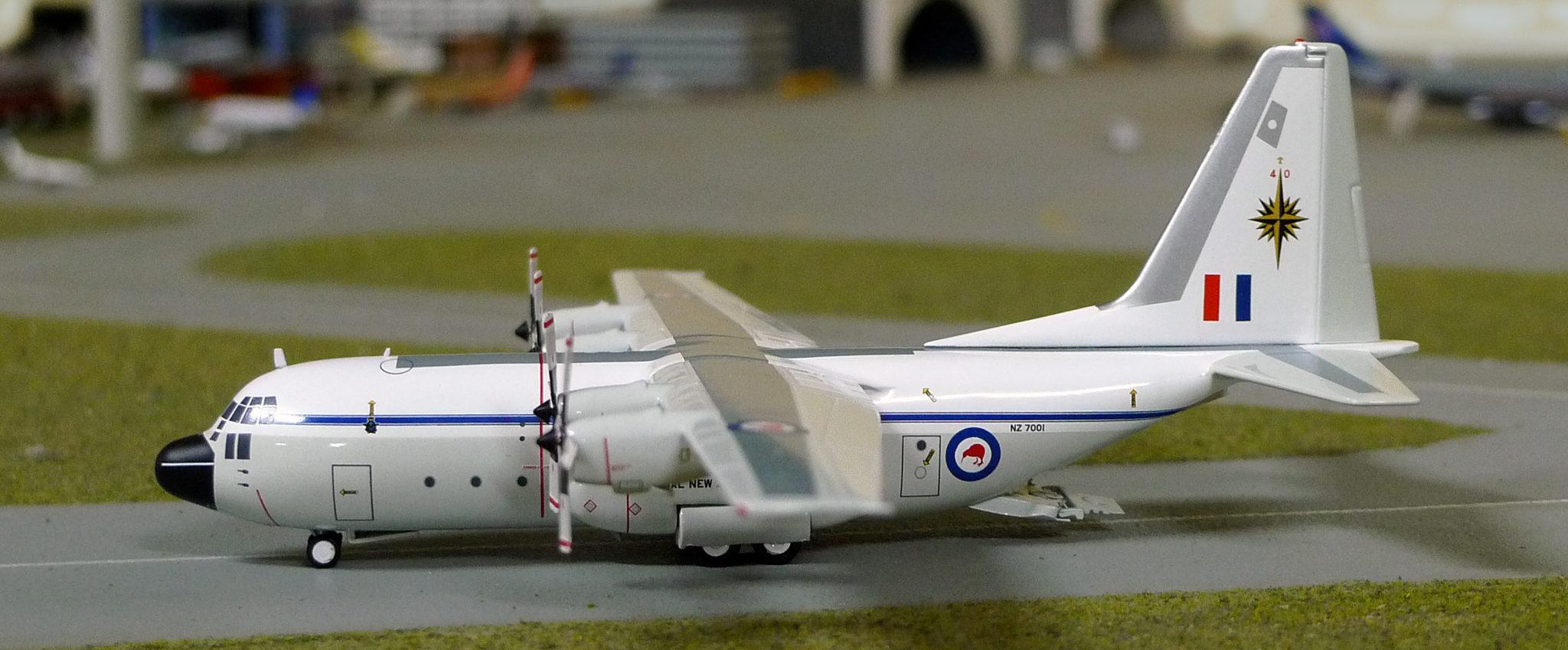 INFLIGHT200 IF1300216 RNZAF C-130H NZ7001