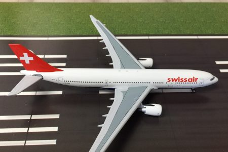 hb-iqp_swiss_airbus_a330_400_scaele_metallic_model