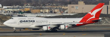 Boeing_747-438ER_'VH-OEE'_QANTAS_(30651335401)